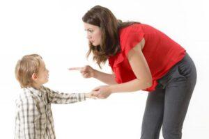كيفية التعامل مع الطفل العنيد الشقي